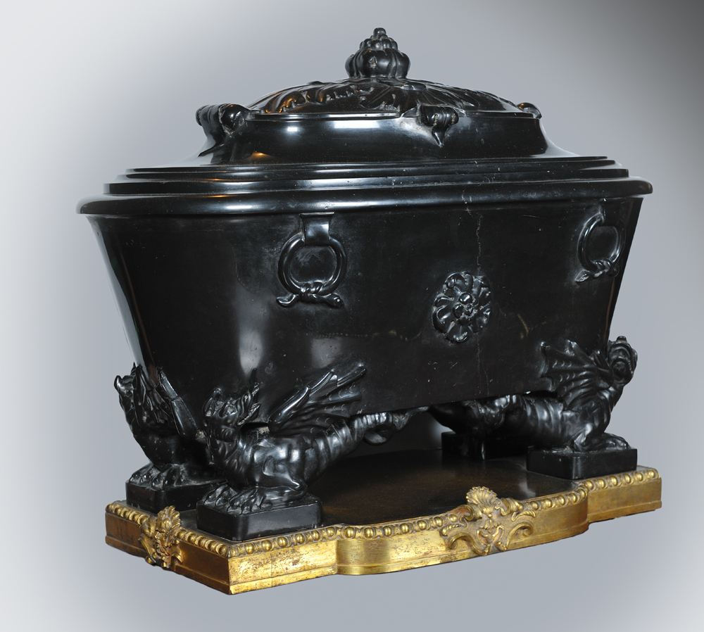 Urn of nero antico resting on dragons draghi with golden metal plynth