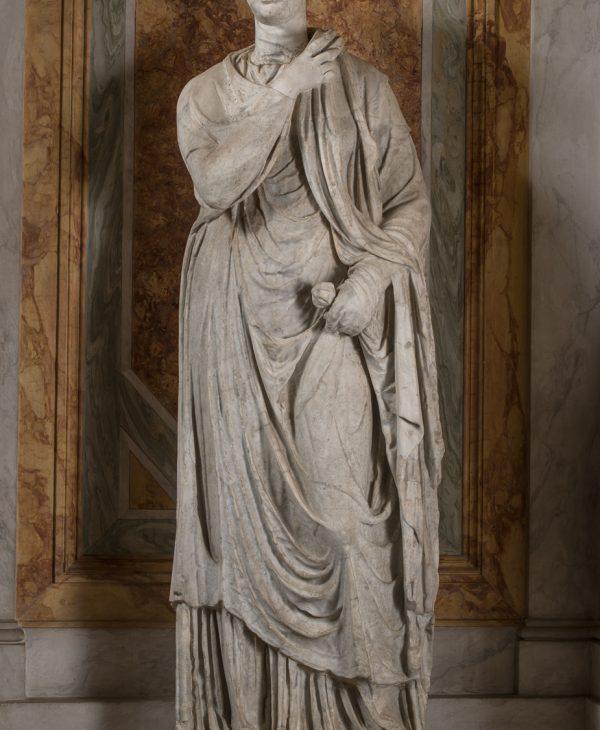 """Statua femminile ammantata, variante del tipo """"Piccola Ercolanese"""""""