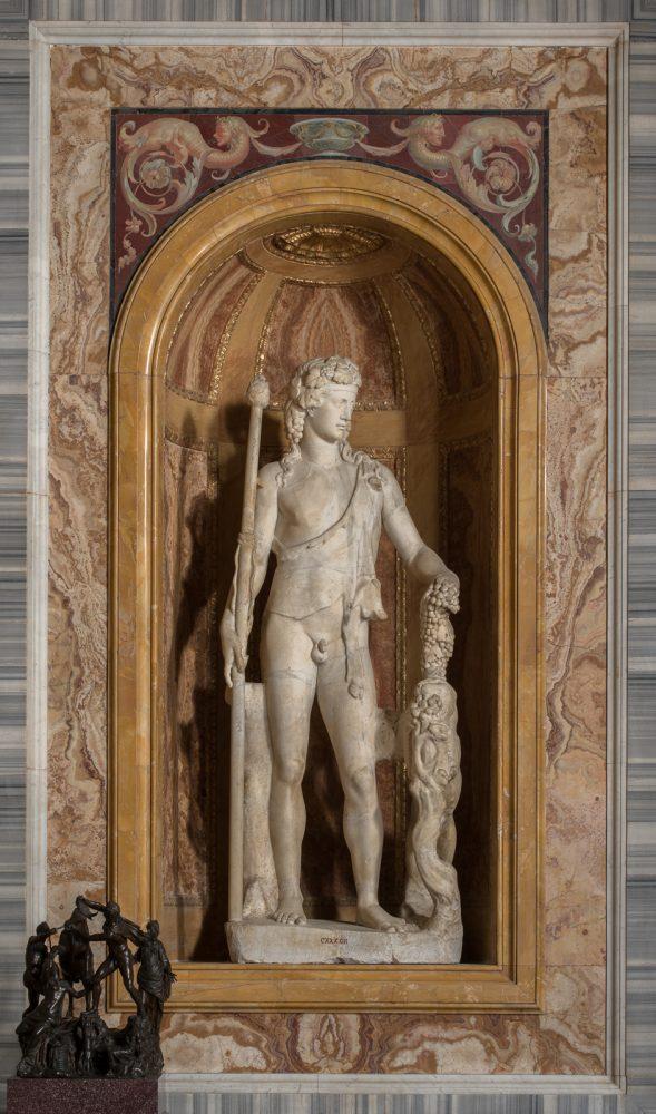 Statua di Dioniso con pantera